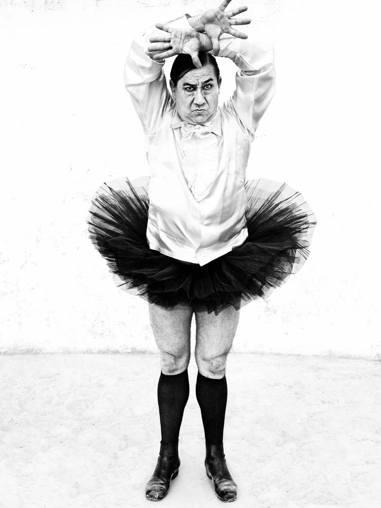 https://cameralabs.org/media/camera/post/10-14/18-10/Ruven-Afanador-flamenco__14.jpg