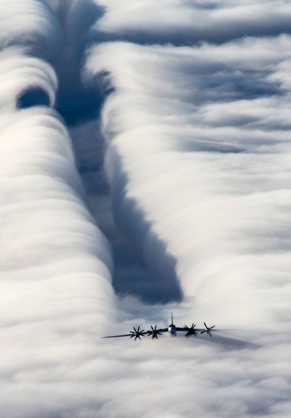 13-Slipstream-of-the-strategic-bomber-Tu-95MS