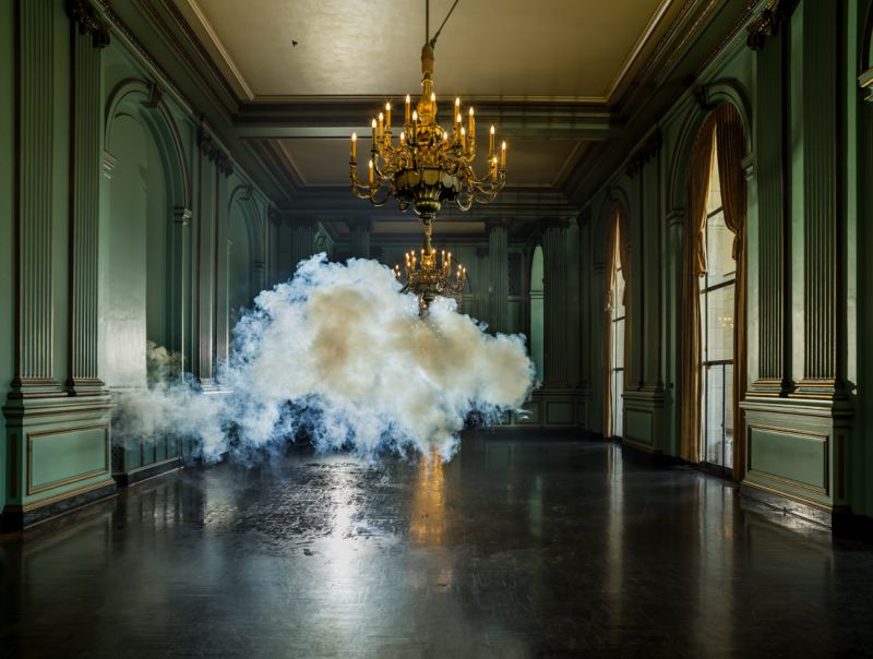 indoor-clouds-berndnaut-smilde-nimbus-ii