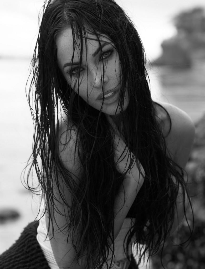 меган фокс фото черно-белое