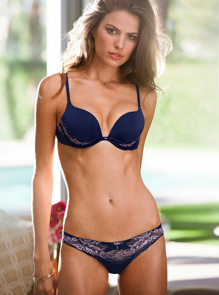 Cameron-Russell-VS-lingerie-4