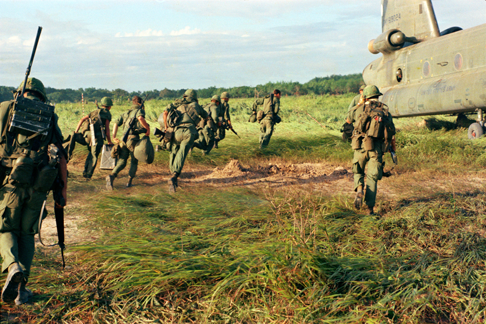 veitnam war The vietnam war (also known as second indochina war or american war in vietnam) lasted from the 1 november 1955 - 30 of april 1975, (19 years, 5 months, 4 weeks and 1 day)) it was fought between north vietnam and south vie.