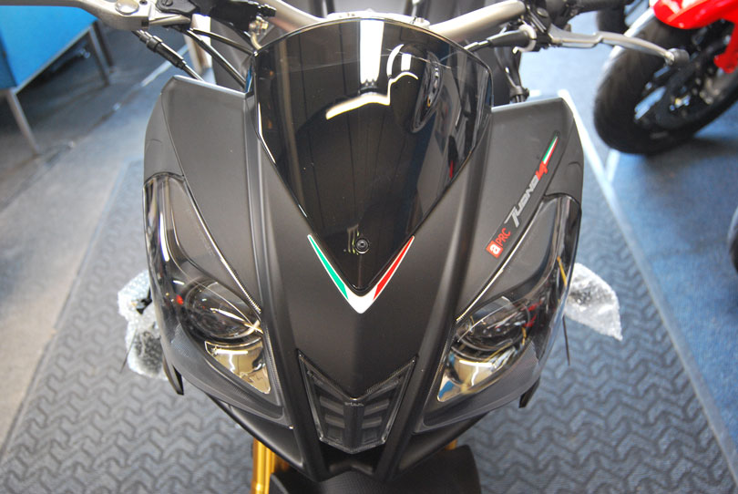 2014-aprilia-tuono-v4r-abs-surfaces-in-the-uk-photo-gallery 3
