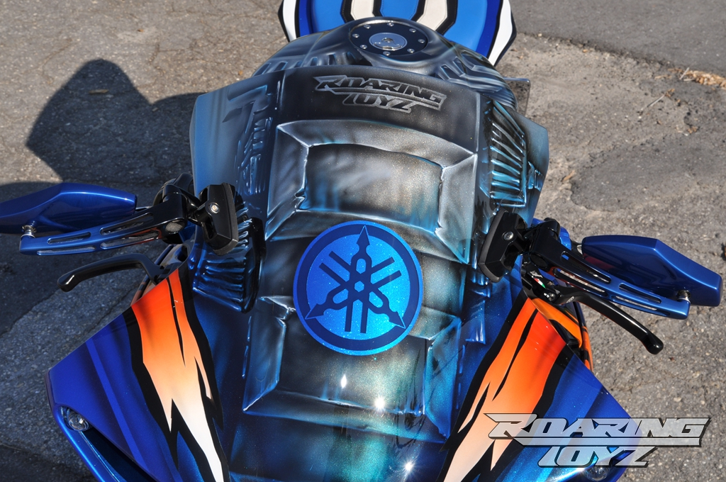 roaring-toyz-yamaha-r1-is-roaring-mad-photo-gallery 8