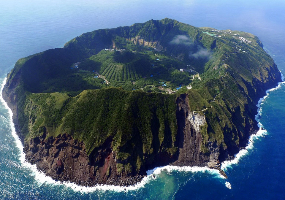 aogashima-volcano-japan
