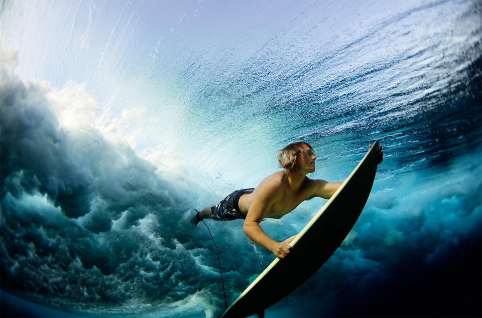 surfing-under-the-waves