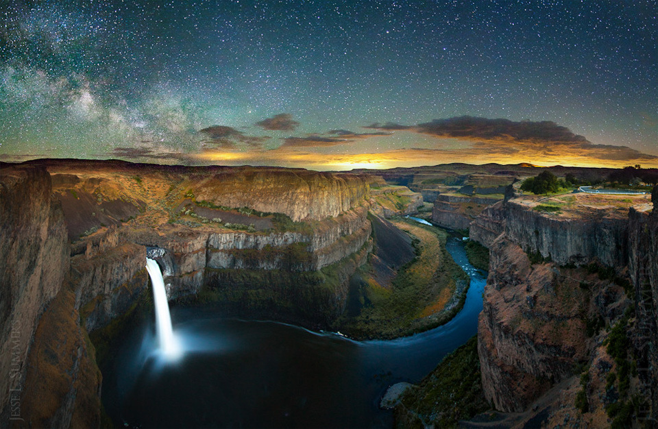 lightning-and-stars-over-palouse-falls