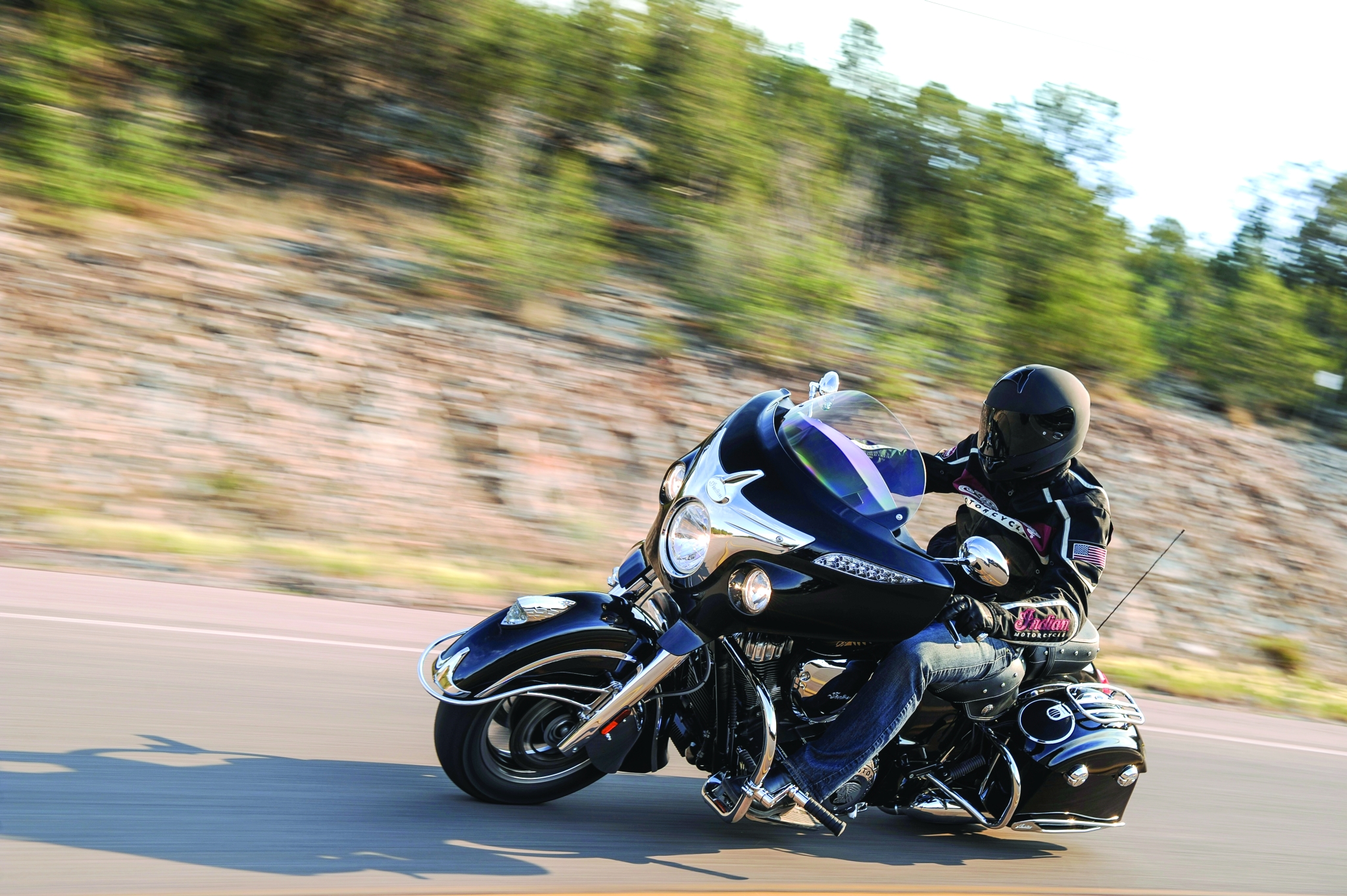 2014-indian-chieftain-the-flagship-cruiser-machine-photo-gallery 3