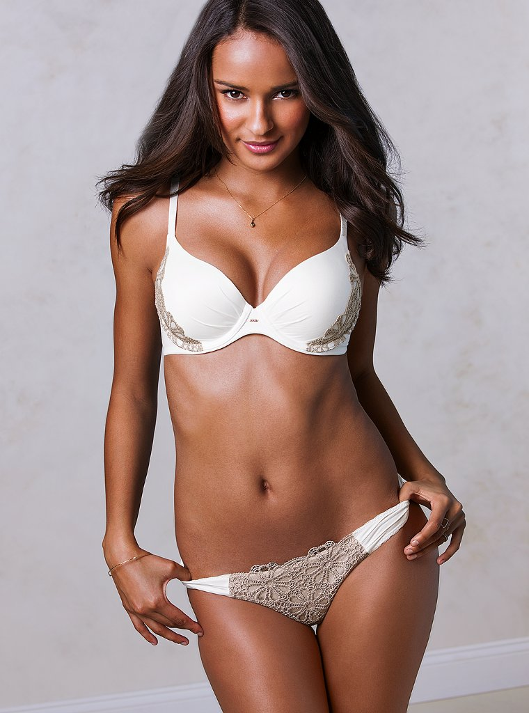 Gracie-Carvalho-VS-lingerie-3