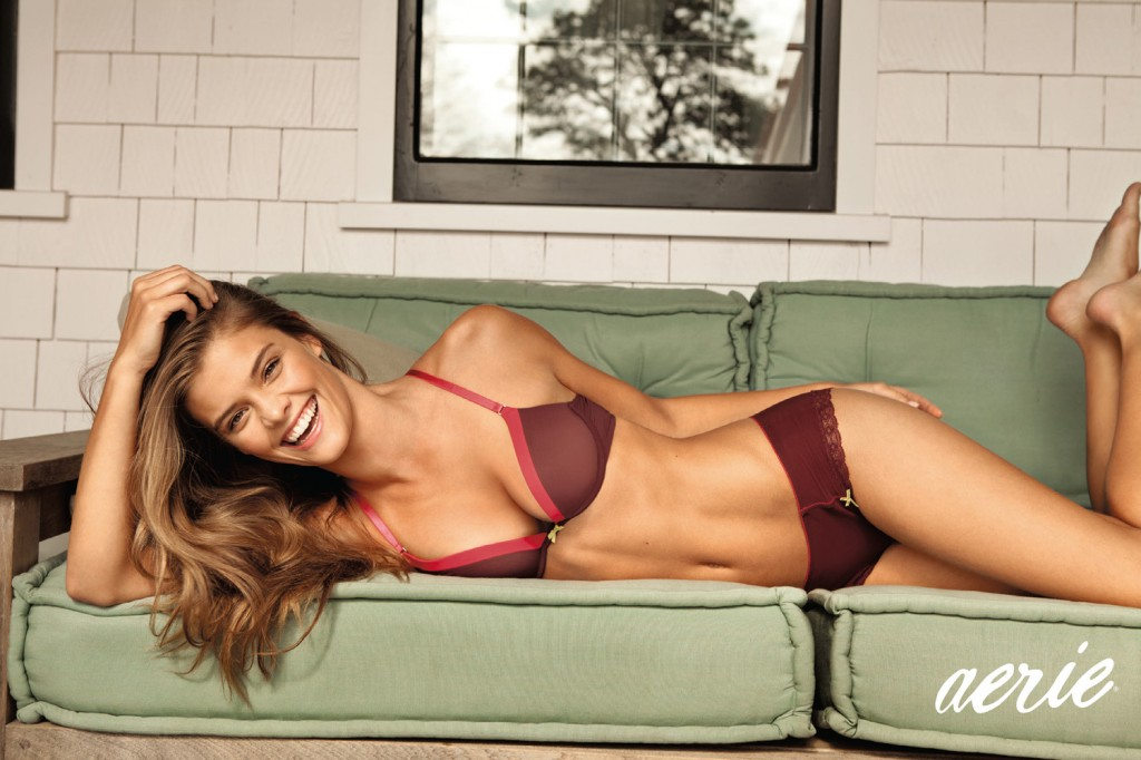Nina-Agdal-Aerie-Holiday-15-1024x682
