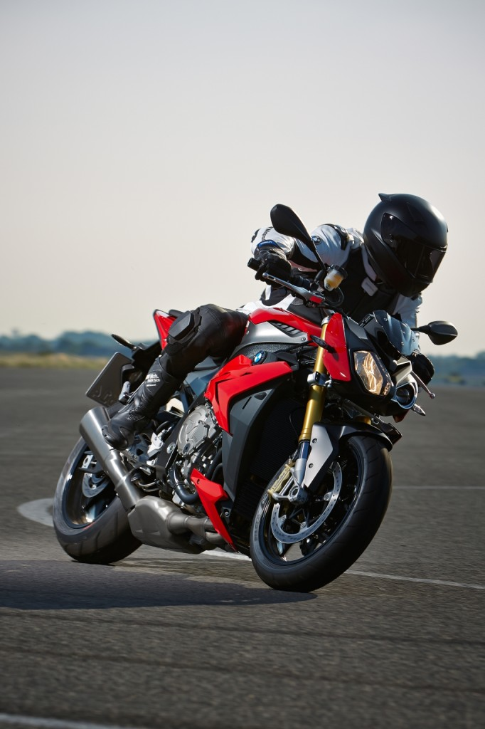 2014-bmw-s1000r-even-more-evil-than-the-rr-photo-gallery 11-682x1024