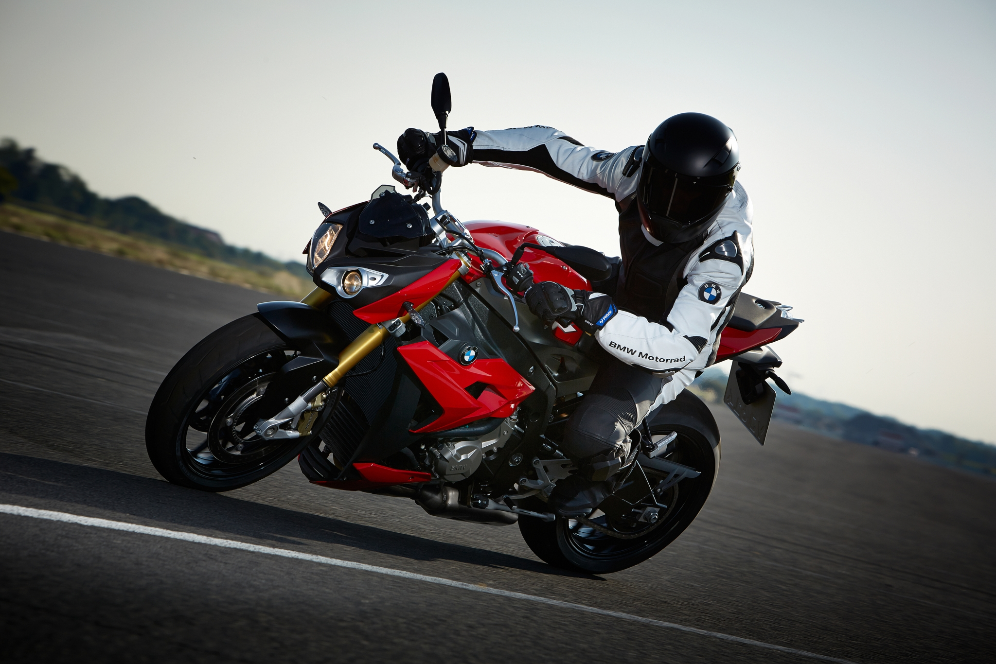 2014-bmw-s1000r-even-more-evil-than-the-rr-photo-gallery 3