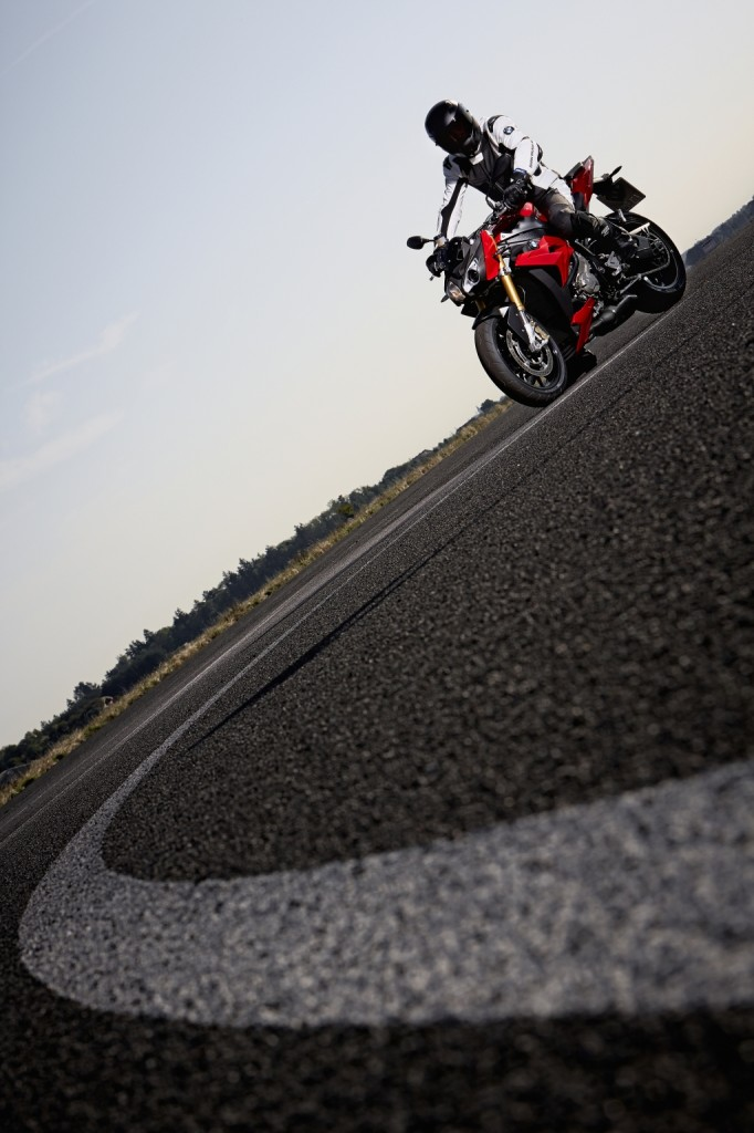 2014-bmw-s1000r-even-more-evil-than-the-rr-photo-gallery 46-682x1024