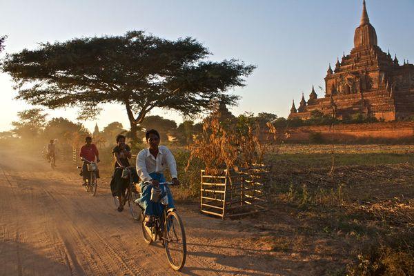 baghan-myanmar-bike-temple 49142 600x450