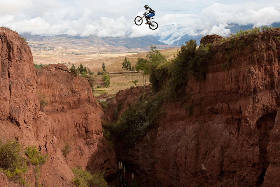 7canyon-jump-in-peru