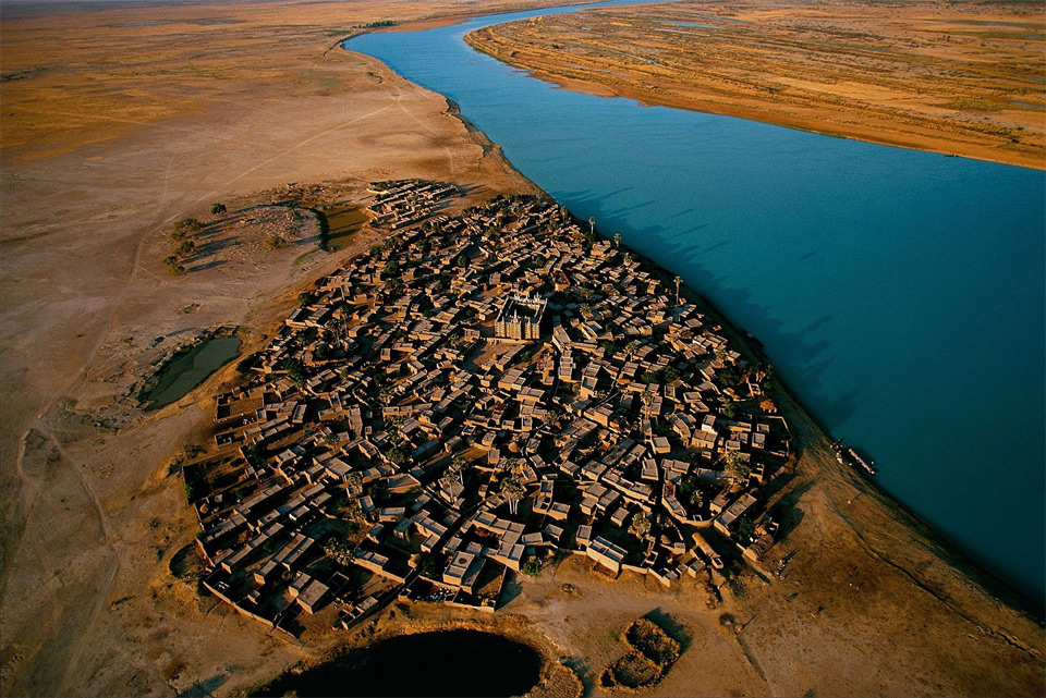 2village-on-the-bank-of-the-niger-river-mali