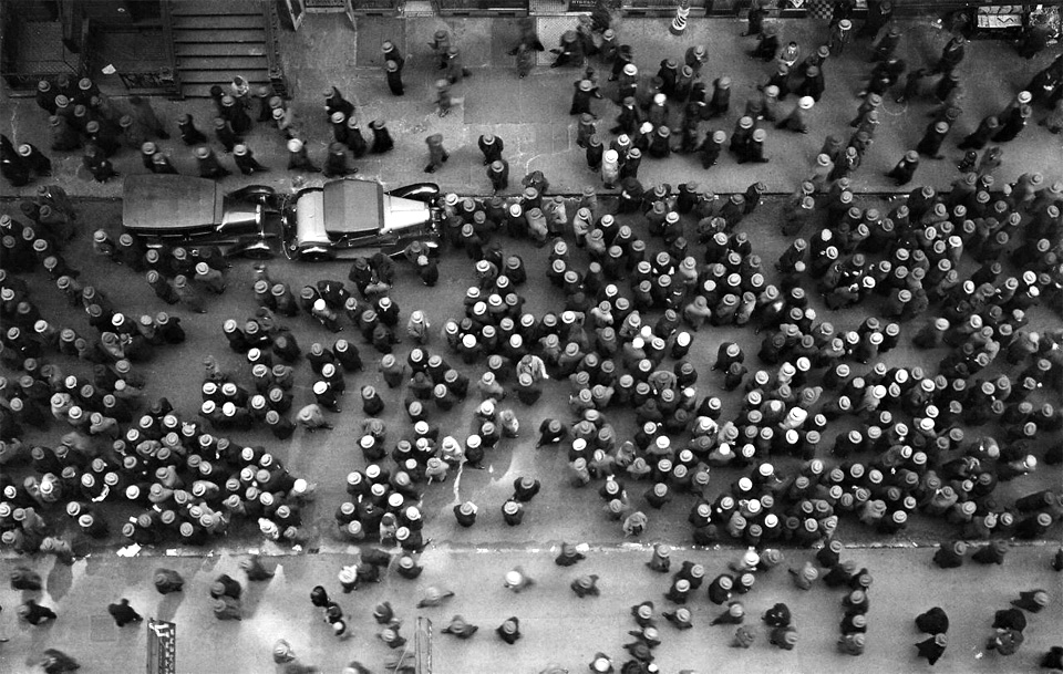 7overhead-view-of-men-wearing-hats-nyc-1930