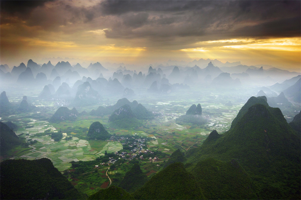 16flying-by-hot-air-balloon-over-yangshuo-china