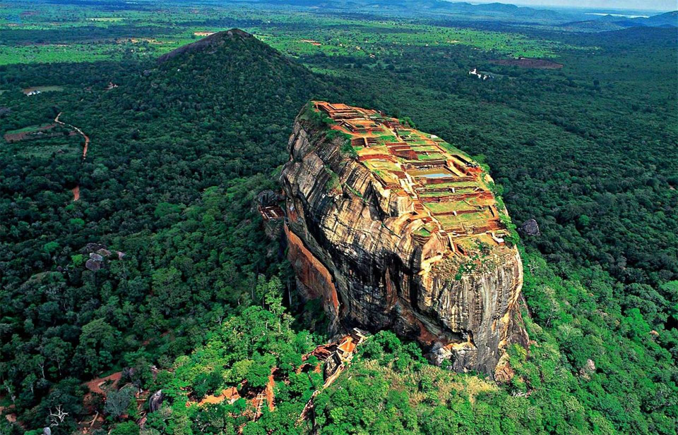 22lion-mountain-sri-lanka