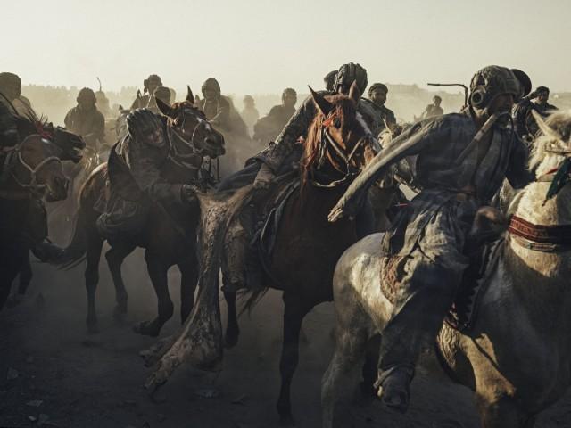Бузкаши – древняя афганская забава в фотографиях Балаза Гарди