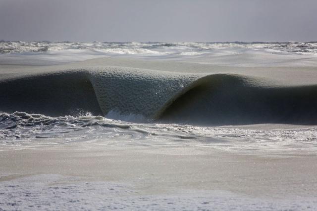 Необычные замёрзшие волны у острова Нантакет