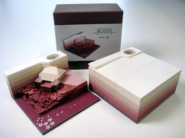 Японский отрывной блокнот, лишаясь страниц, превращается в бумажную скульптуру
