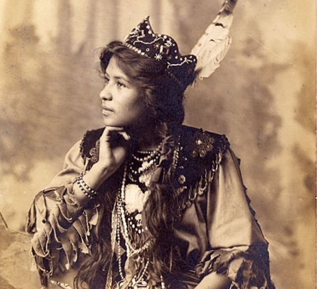Модель из племени сенека в прекрасных фотографиях начала прошлого века