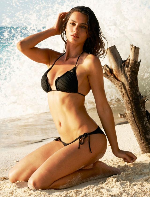 Модель на пляже