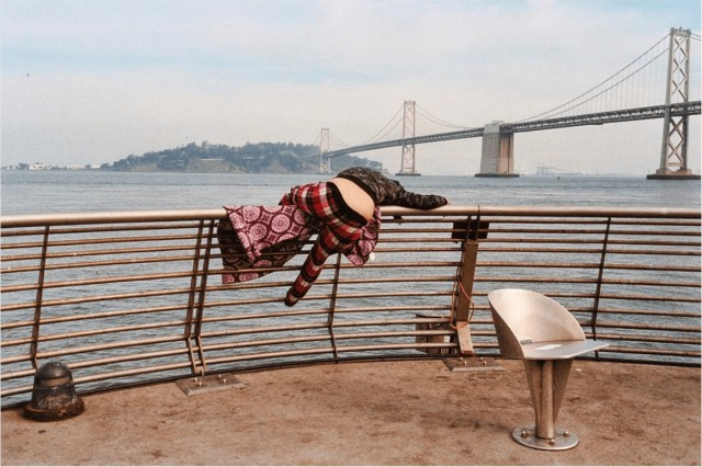 «Люди странные». Городские причуды в снимках Троя Холдена