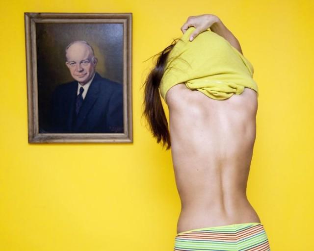 Фотопроект «Я боролась с законом»: 40 смешных и абсурдных законов в Америке