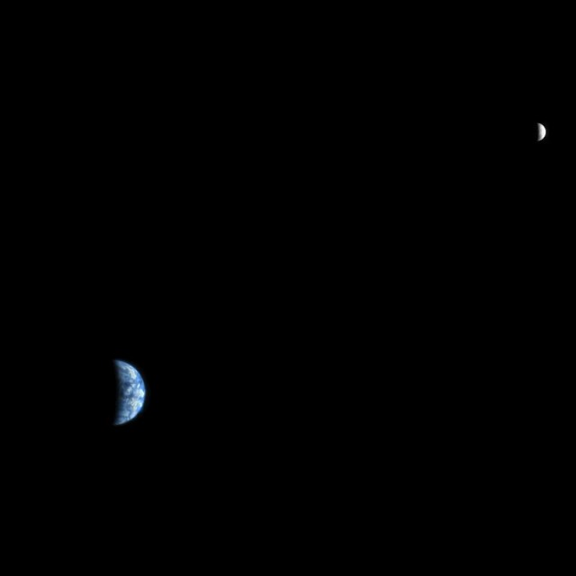 Земля и Луна в одном кадре, снятом с Марса