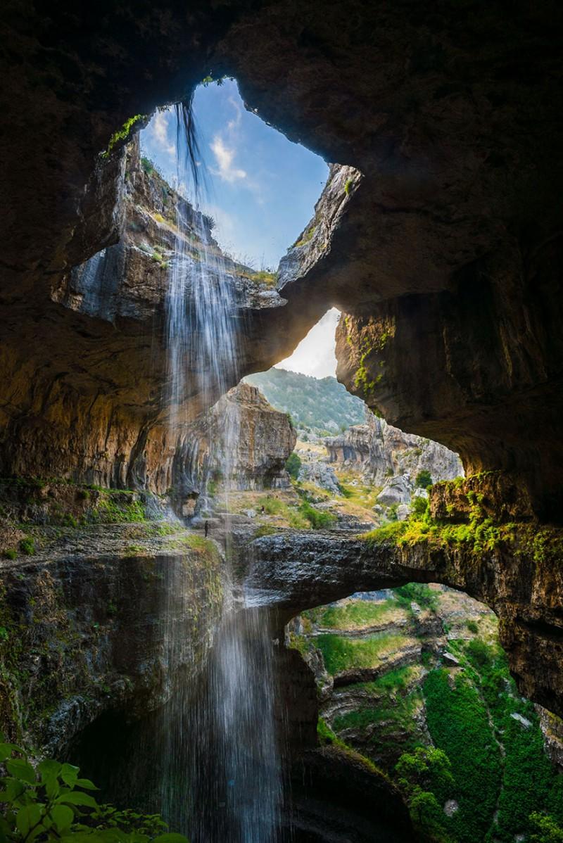 Пещера «Пропасть трёх мостов» и водопад «Глотка Баатары» в Ливане
