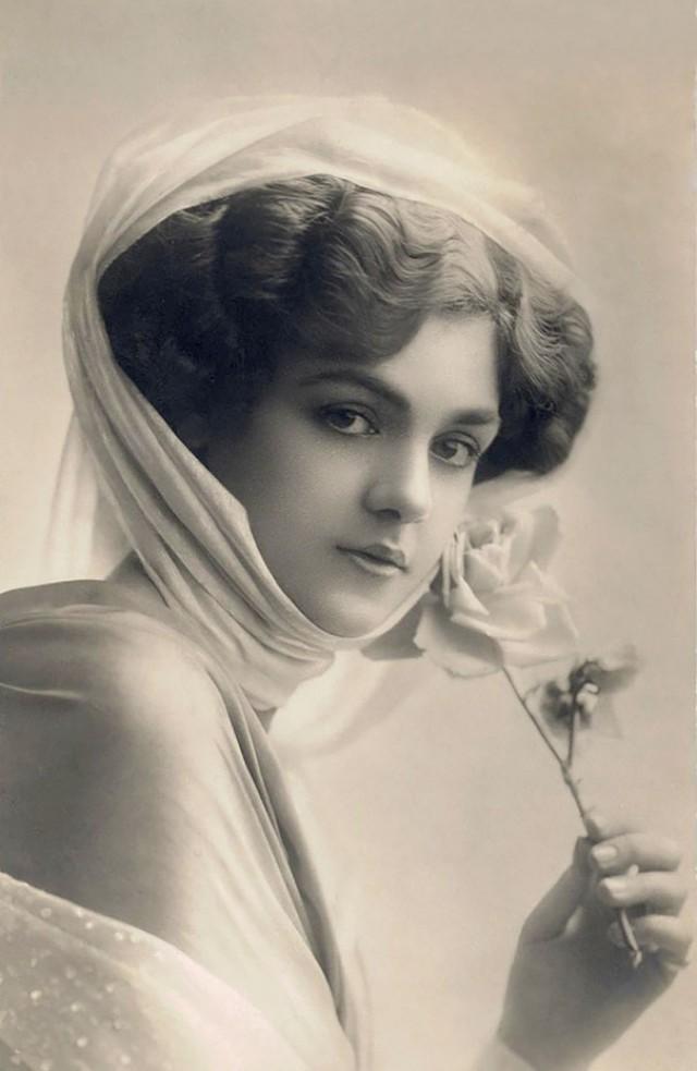 Женская красота 100 лет назад. Старинные открытки 1900-1910 годов