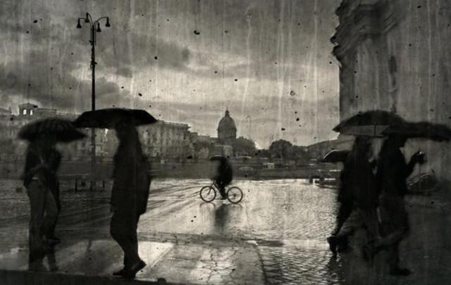 Человек и город в фотоэкспериментах Ирмы Хазелбергер