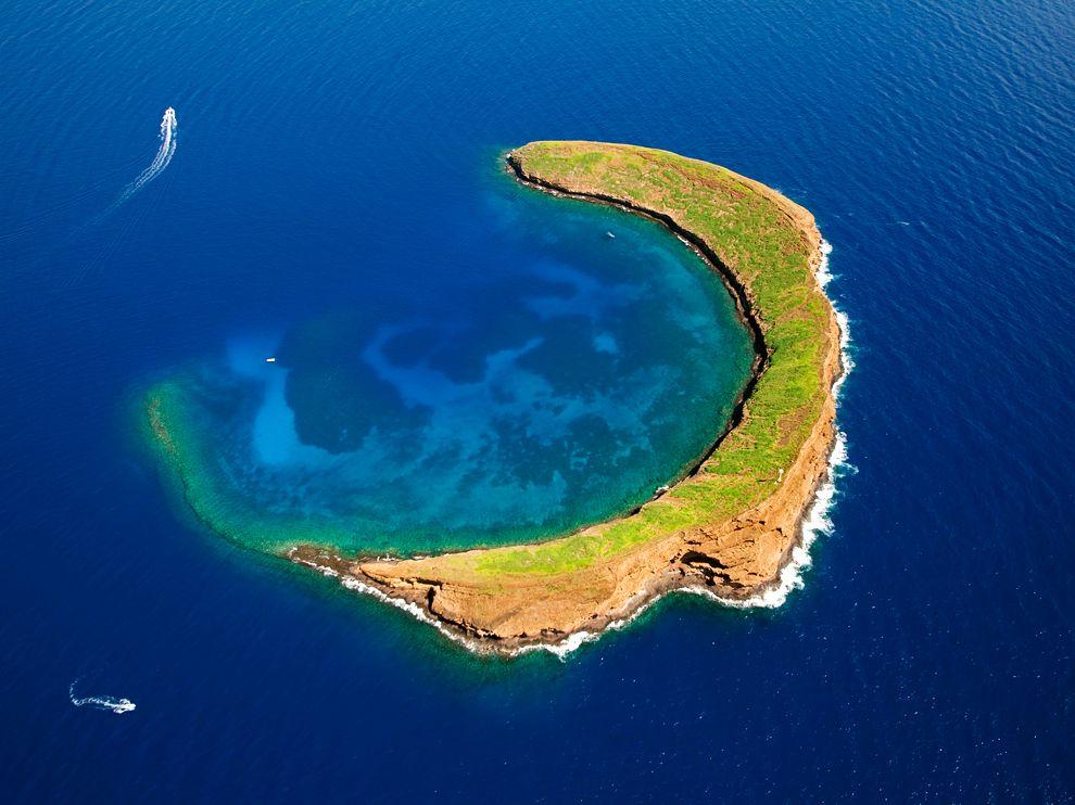 называются остров необычных фотографий идет практически всем