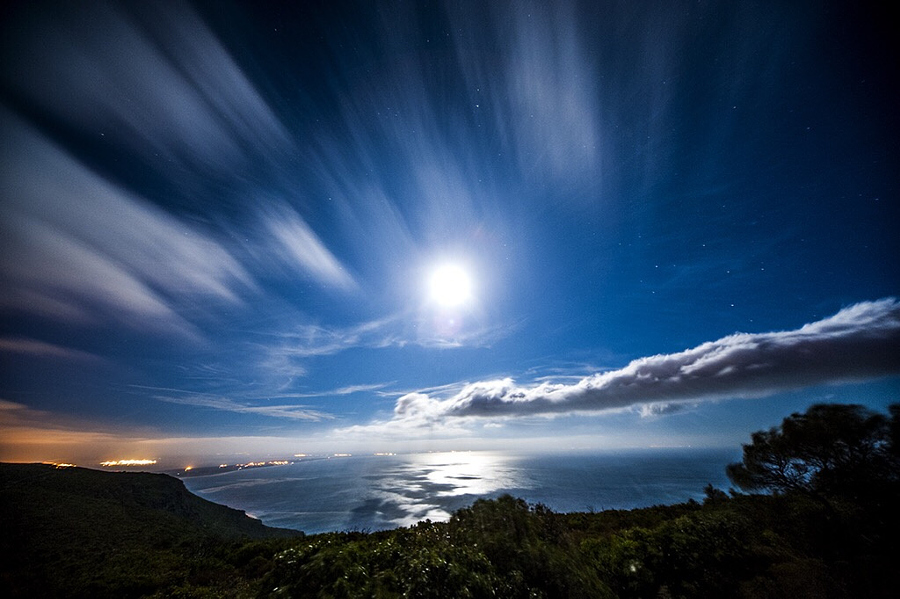 Голубая Луна в 30 потрясающих фотографиях