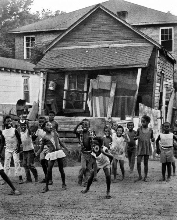 Чёрно-белые фотографии музыкального историка, продюсера и писателя Джорджа Митчелла