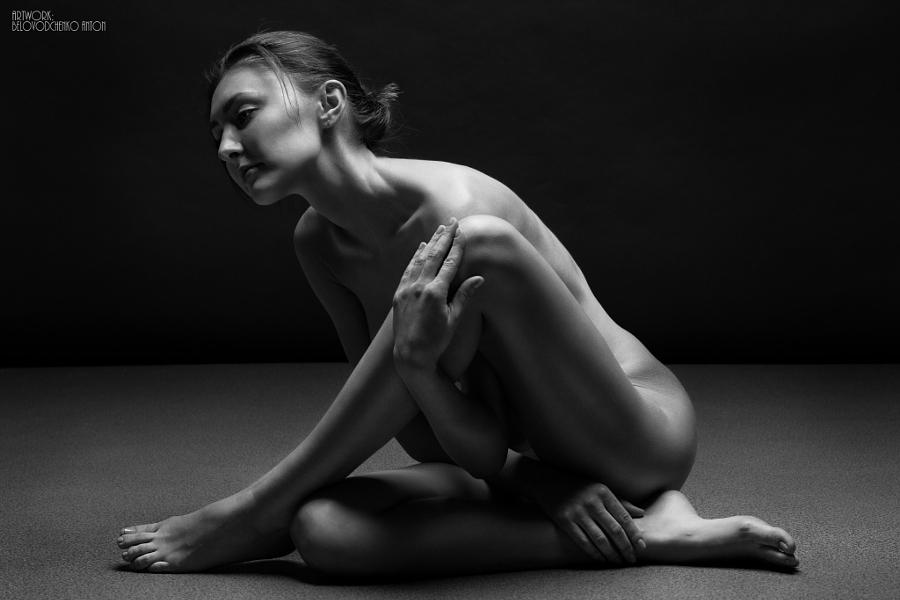 Пластика и чувственность в чёрно-белых ню фотографиях Антона Беловодченко
