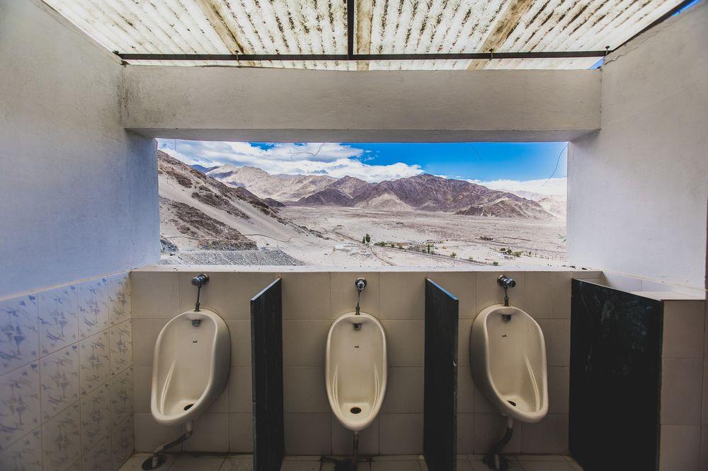 Eto dolzhno byt luchshii v mire vid iz tualeta