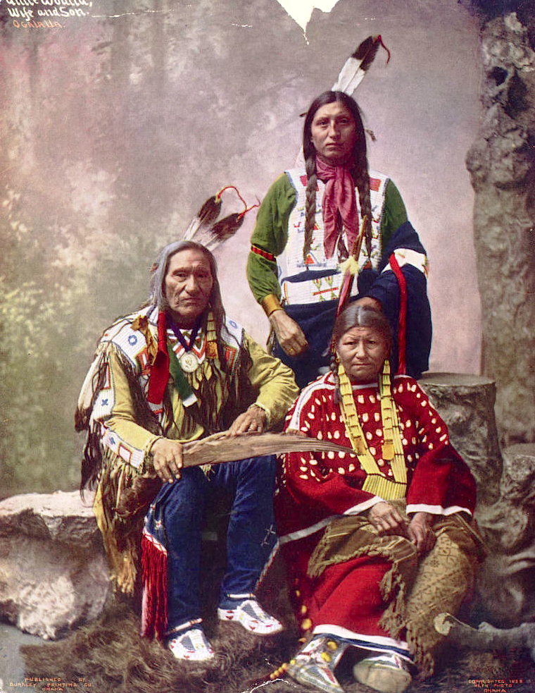 Вождь Маленькая Рана с семьёй. Оглала лакота, 1899, Heyn Photo