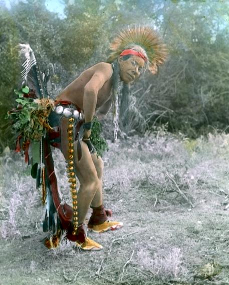 Танцор племени кроу, начало 1900-х. Фотограф Ричард Троссел