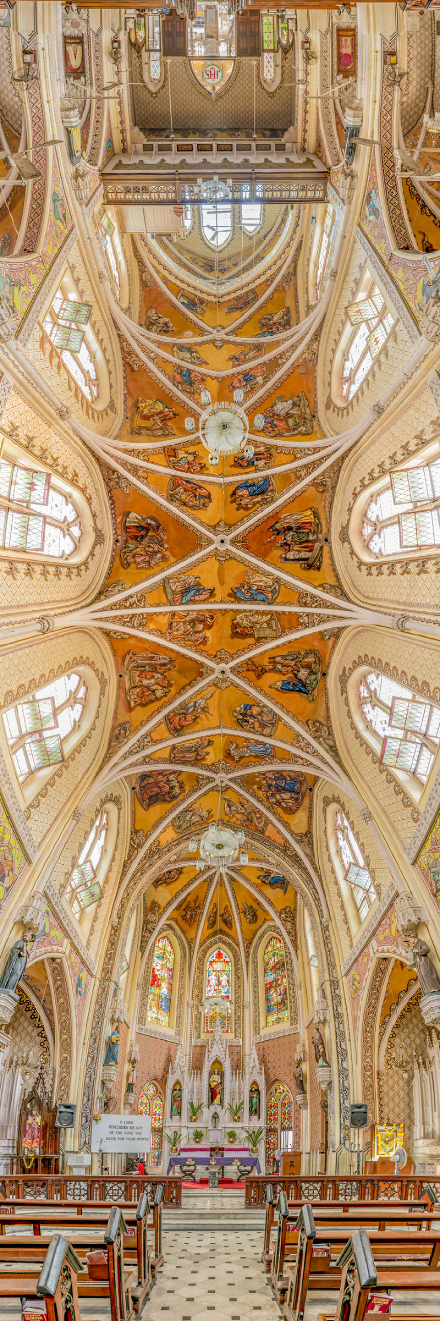 Вертикальные церкви: идеальные панорамы культовых мест