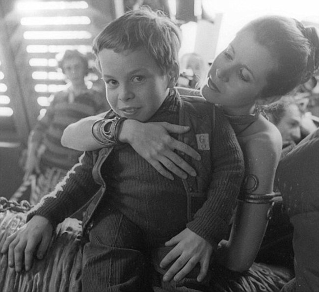 Закулисные кадры, которые меняют восприятие культовых фильмов – 50 фото - 38