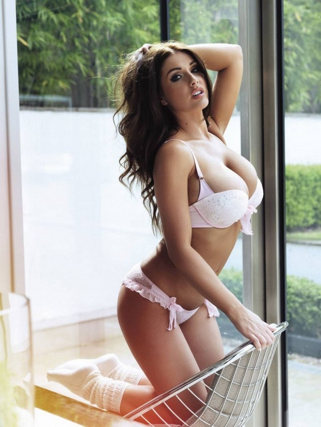 fotomodel Lucy Pinder 16