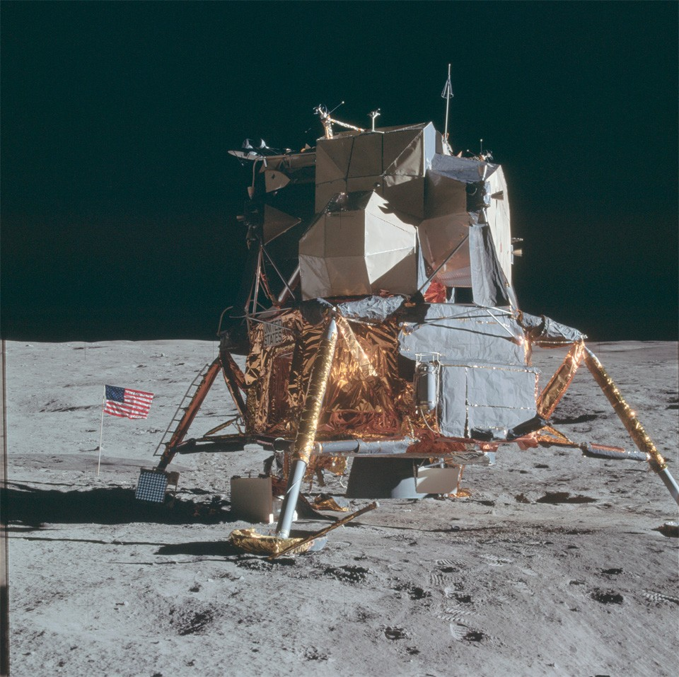 the apollo moon missions The apollo 10 mission (in may 1969) was a complete staging of the upcoming apollo 11 mission without actually landing on the moon it was the second one to orbit the moon and the first to travel to the moon with the entire apollo spacecraft configuration.