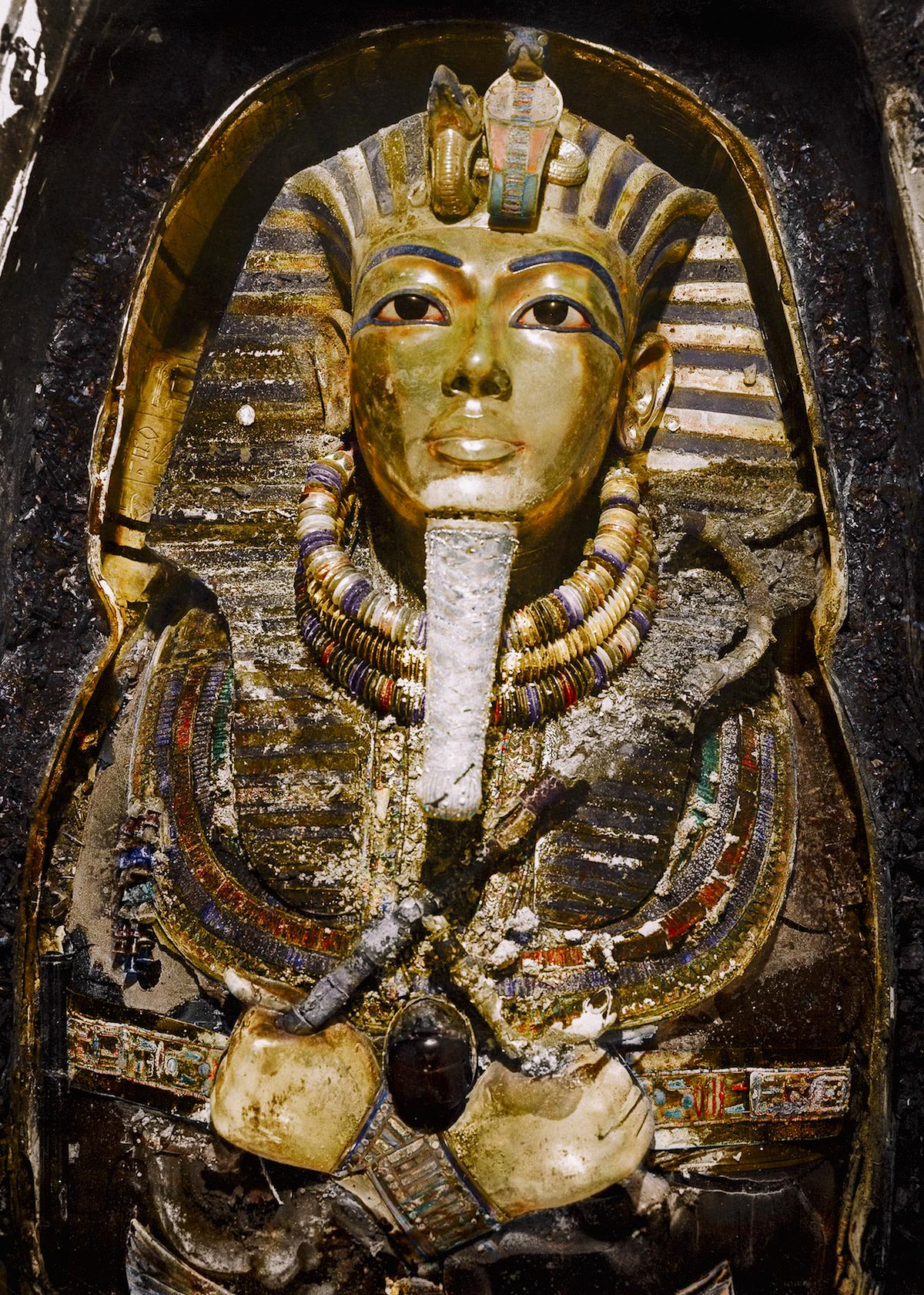 the discovery of the legendary tomb of tutankhamun A dagger sealed in king tut's tomb 3,000 years ago is made of metal that seems to have dagger of tutankhamun evoking the mark of a legendary outlaw.