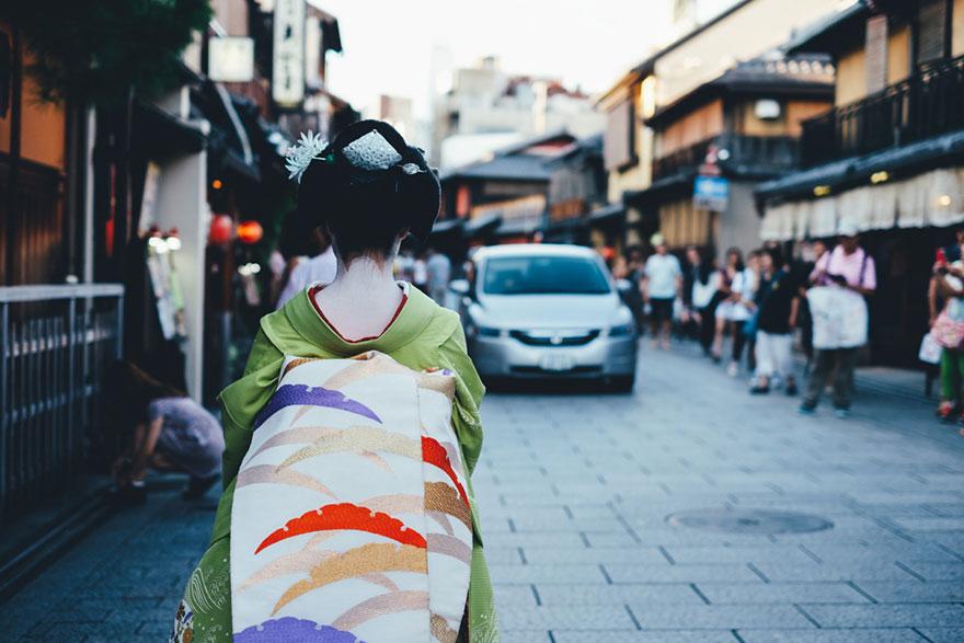 Японский колорит в уличных фотографиях Такаши Ясуи-12