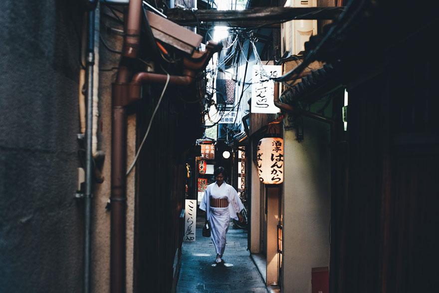 Японский колорит в уличных фотографиях Такаши Ясуи-13