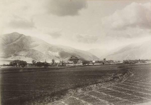 Эти фотографии стали первыми фотографическими изображениями Тибета