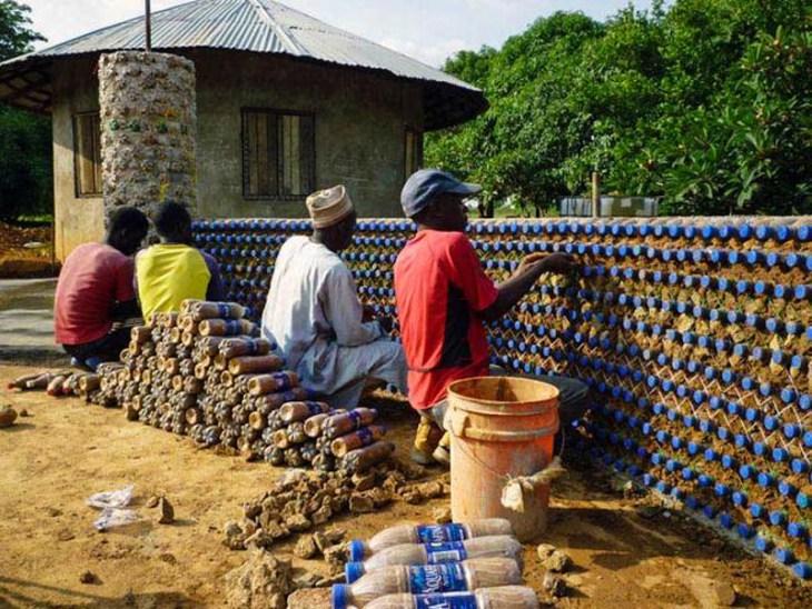 ekologicheskie doma iz plastikovyh butylok 3